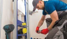 plumber-jason-fixing-plumbing-issue-2